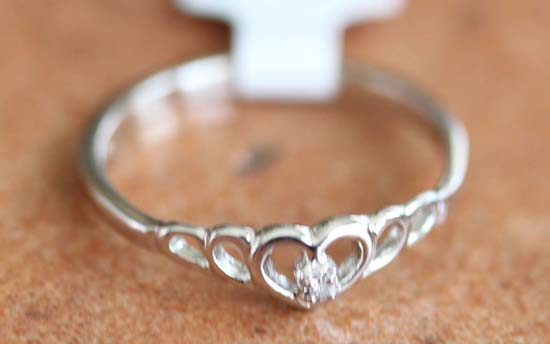 10K White Gold Diamond Heart Ring Size 6 1/2