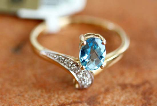 14K Yellow Gold Diamond Blue Topaz Ring Size 7